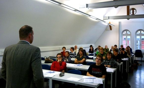 800px-A_lecture_at_the_ITM