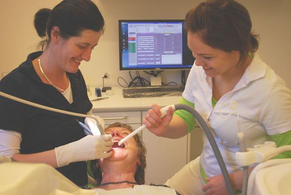 800px-Dentist.2