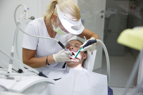 Should root canal treatment be performed in one dental visit