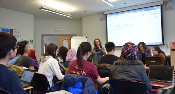 Cochrane Oral Health's Co-ordinating Editor Jan Clarkson talks to the Wikipedia Editing Team at Dundee Dental School